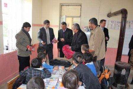 Gazipaşa Kaymakamlığı, köy okullarına kırtasiye malzemesi dağıttı