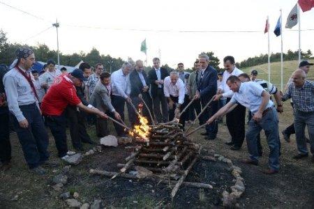 Gençlerin kamp ateşi yandı