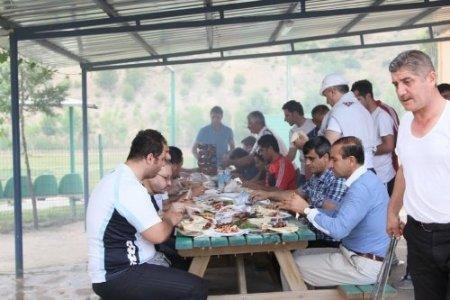 Gençlik spor çalışanları ve antrenörler piknikte buluştu