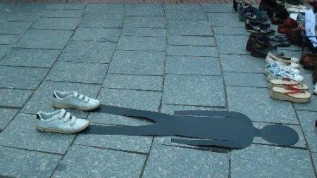 Gezi Parkı için ayakkabı çıkardılar