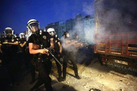 Gezi Parkı'ndaki nöbete gazlı müdahale