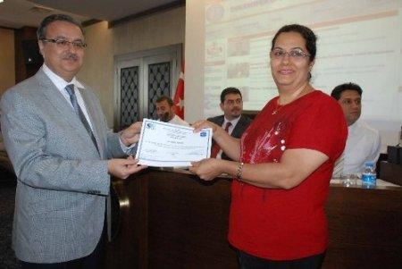 Girişimcilik kursunu tamamlayan kursiyerlere sertifikaları verildi