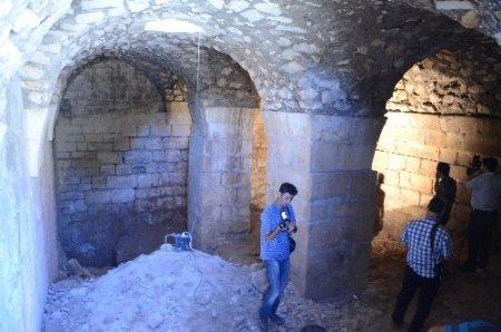 Göçük, Şanlıurfa Kalesi'nin altında yeni yerleşim yerini ortaya çıkardı