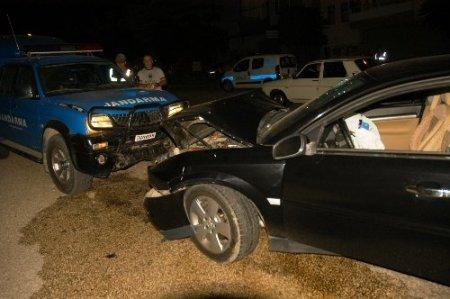 Görevden dönen jandarma aracı kaza yaptı: 3 asker, 1 sivil yaralı