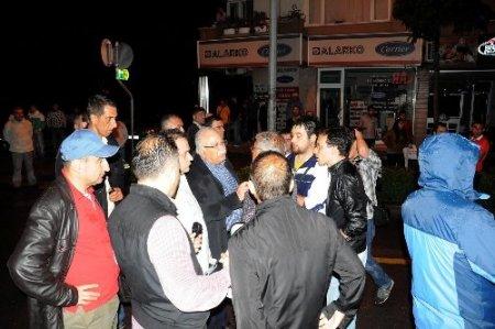 Göstericileri polis müdürü ikna etti