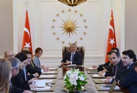 Gül'den yabancı yatırımcılara: Türkiye'nin geleceğine güvenin