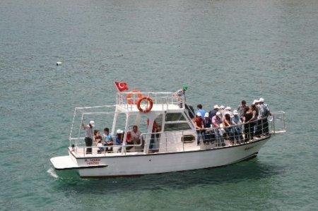 Gülnar'da öğrenciler SBS öncesinde denizde stres attı