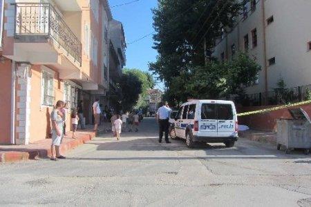 Gürcistan vatandaşı kaldırımda ölü bulundu