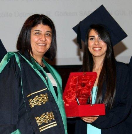 Güzel Sanatlar Fakültesi'nde mezuniyet heyecanı