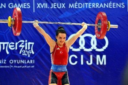 Halterde Sibel Özkan Koçak 4 yıl aradan sonra madalya ile döndü