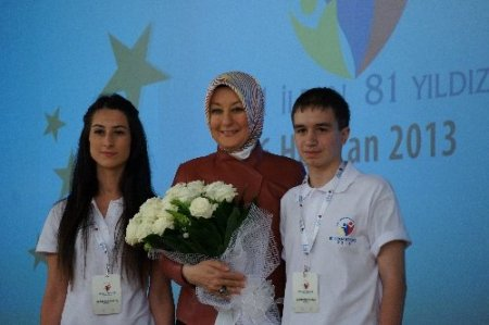Hayrünnisa Gül'ün dört yıl önce diktiği fidan çiçek açtı, meyve vermeye başladı