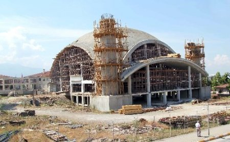 Hendek'te 5 bin kişilik caminin kubbe inşaatı tamamlandı