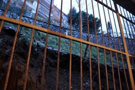 Heyelanda yıkılma tehlikesi geçiren bina sakinleri: Kış günü nereye gidelim