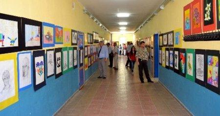 Hoca Ahmet Yesevi öğrencilerinden resim sergisi