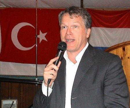 Hollanda İşçi Partisi eski lideri, üniversite hastanesi başkanı oldu