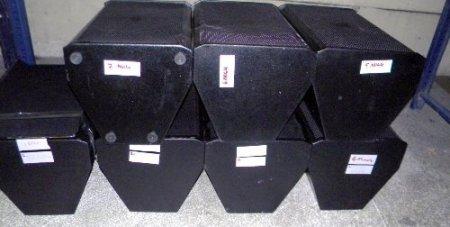 Hoparlörlerin içinden 10 bin cep telefonu çıktı