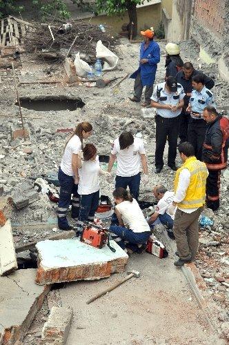 Hurdacı, beton bloğun altında kaldı