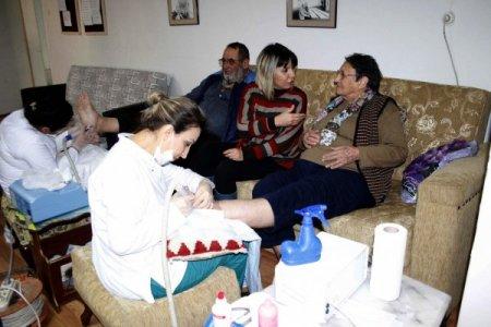 Huzurevinde kalan yaşlılara ayak bakım hizmeti