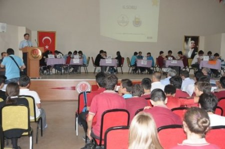 İnegöl'de bilgi yarışmasının birincisi Turgutalp oldu