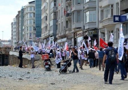 İş bırakan sendikalılar Taksim'e yürüdü
