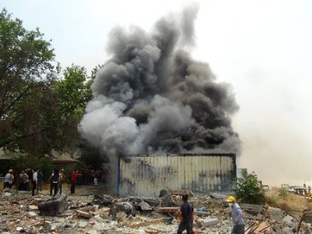 İşçilerin kullandığı konteyneri yaktılar