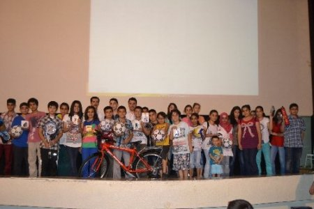 Işık Dershanesi başarılı öğrencilerini ödüllendirdi