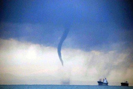 İskenderun Körfezi'nde peş peşe çıkan hortumlar paniğe yol açtı