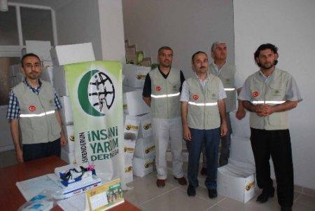 İskenderun'daki Suriyelilere gıda yardımı yapıldı