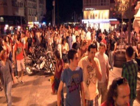 İstanbul'da çıkan olaylar İzmir'de protesto edildi