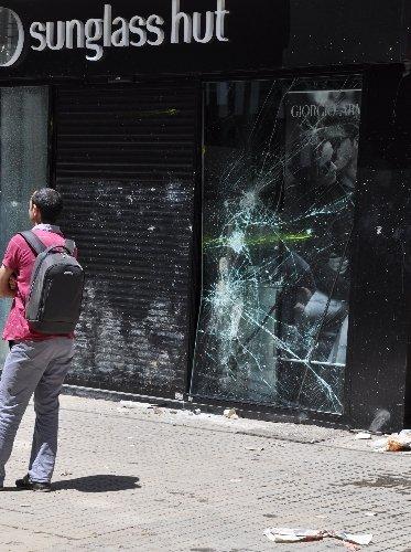 İstiklâl'de protestolardan geriye yağmalanan dükkanlar kaldı