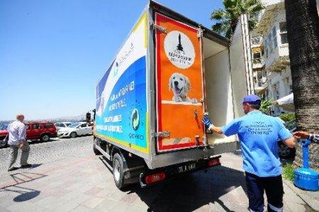 İzmir Kordon'daki restoran artıkları barınak hayvanlarına yemek oluyor