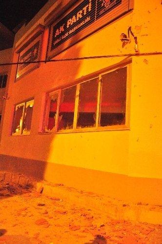 İzmir'de AK Parti Çiğli ilçe binası kundaklandı