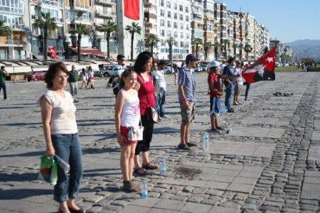 İzmir'de eylemciler çadırları cumartesi gününe kadar kaldırmayacak