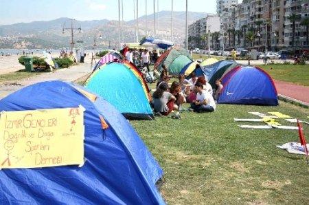 İzmir'de tansiyon düştü, eylemciler kurdukları çadırda kalıyor