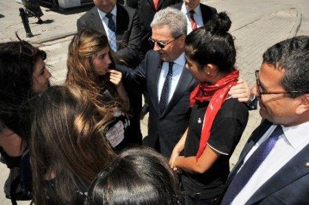 İZTO Başkanı Demirtaş, zarar gören Alsancak esnafını ziyaret etti