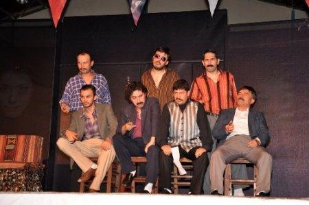 Kadına şiddeti anlatan oyun Manavgat'ta sahnelendi