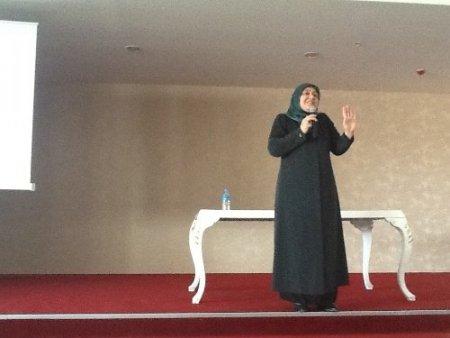 Kadınlar, 'Dertlere Vakıf Ruhlar' seminerini dinledi