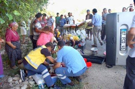 Kadirli'de trafik kazası: 1 ölü, 7 yaralı