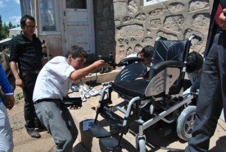 Kağızmanlı öğrenciler, mavi kapak toplayarak engelli genci sevindirdi