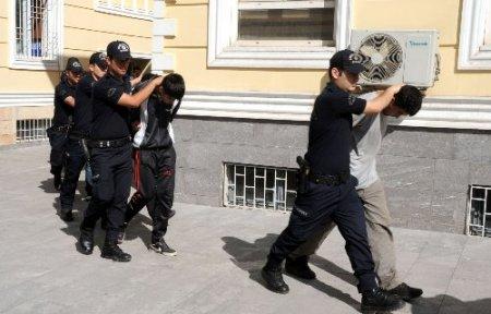 Kahramanmaraş'ta sokak satıcılarına operasyon: 8 gözaltı