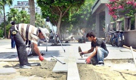 Kaldırımları yenilenen Atatürk Caddesi 'engelsiz' olacak