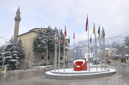Kar, tarihi şehzadeler şehri Amasya'yı beyaza bürüdü