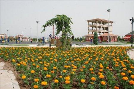 Karatay mevsimlik çiçeklerle donatıldı