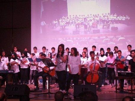 Kardeş okullardan kardeşlik korosu