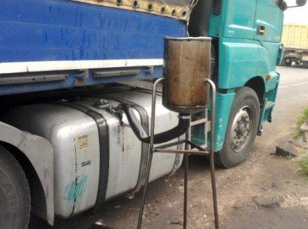 Kayseri polisinden gümrük kaçağı sigara ve 10 numara madeni yağ operasyonu