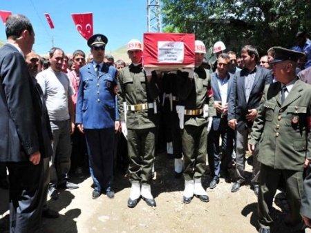 Kaza kurşunuyla vefat eden asker Erzurum'da toprağa verildi