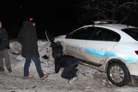 Kazaya giden polisler ölümden döndü