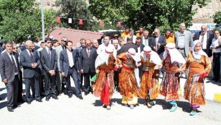 Kemah köyleri dostluk turnuvası renkli görüntülerle başladı