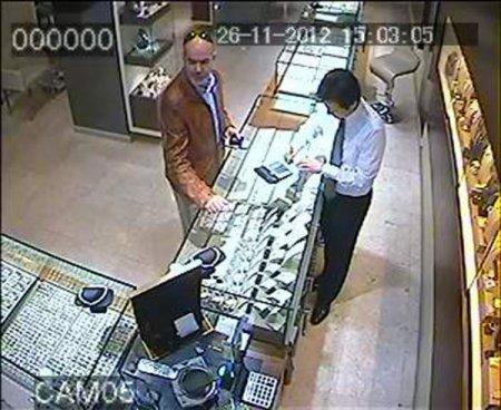 Kendisini 'savcı, bankacı' olarak tanıtan 'binbir surat' yakalandı