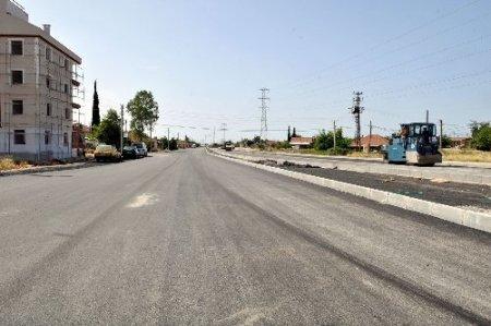 Kepez'den iki mahalleye 10 bin ton sıcak asfalt